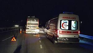 Sakarya'da Süt Tankeri ile Otomobil Çarpıştı, 3 Yaralı