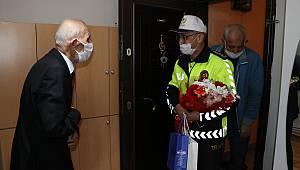 Sakarya Emniyet Müdürü Kaya'dan 92 Yaşındaki Emekli Trafik Polisine Ziyaret
