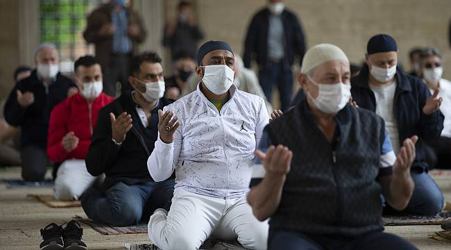 Selimiye Camisi'nde Uzun Aradan Sonra Cuma Namazı Kılındı