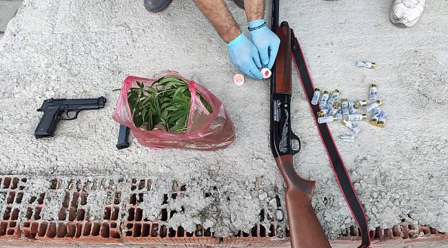 Silahlarla Çektikleri Videoları Paylaşan 20 Kişi Gözaltına Alındı