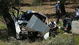 Balıkesir'de Otomobil Zeytin Ağacına Çarptı, 2 Ölü