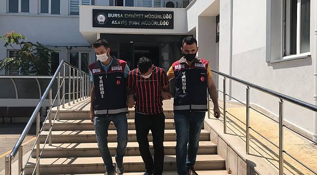 Bursa'da Kapkaç Zanlısını Parmağındaki Yara Bandı Yakalattı