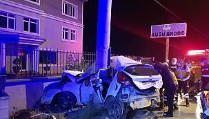 Bursa'da Otomobil Elektrik Direğine Çarptı, 3 Ölü, 1 Yaralı