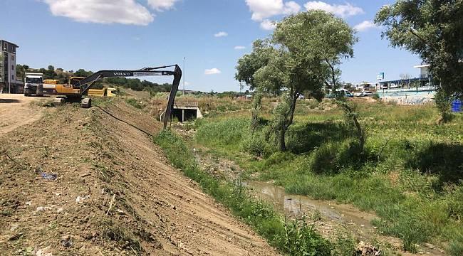 Büyükşehir Belediyesi'nden Dere Islahı ve İlaçlama Çalışmaları