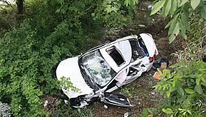 Dere Yatağına Savrulan Otomobildeki 4 Kişi Yaralandı