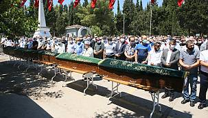 Kocaeli'deki Trafik Kazasında Ölen 5 Kişinin Cenazesi Toprağa Verildi
