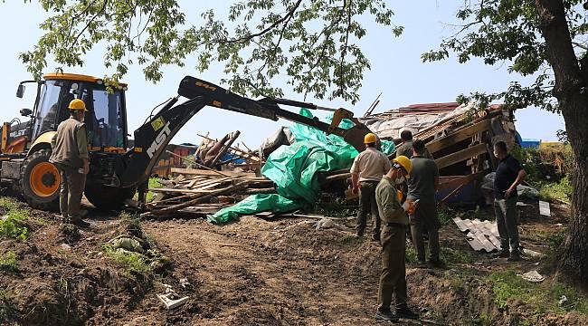 Longoz Ormanlarındaki Kaçak Yapılar Yıkıldı