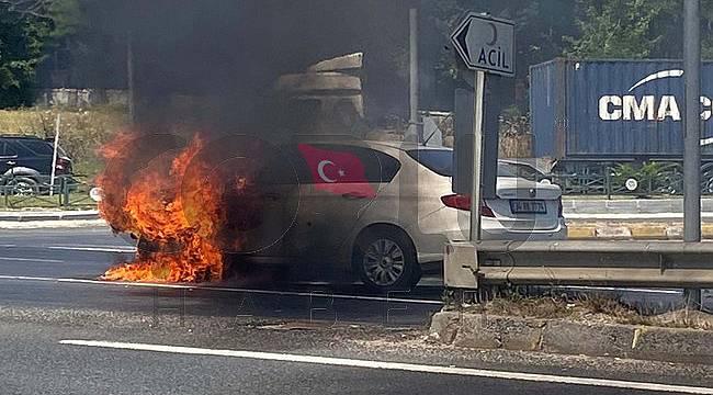 Seyir Halinde Otomobil Alev Aldı, Sürücüsü Ölümden Döndü