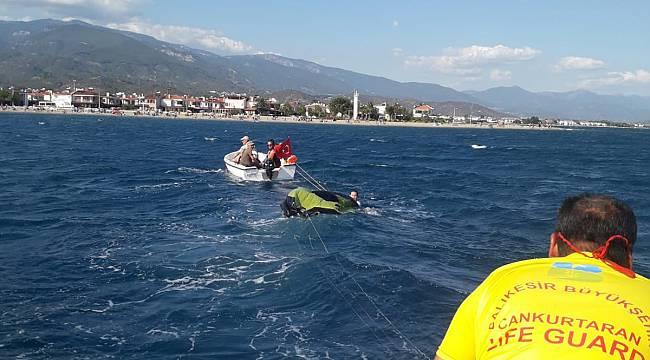 Batma Tehlikesi Geçiren Teknedeki 4 Kişiyi İtfaiye Ekibi Kurtardı