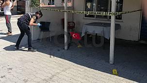 Kahvede Otururken Silahlı Saldırıya Uğradı, 2 Yaralı