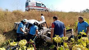 Otomobil Takla Atarak Tarlaya Uçtu, 2 Yaralı