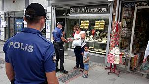 Maske Takmayan Kadın Polisi Görünce Yolunu Değiştirdi