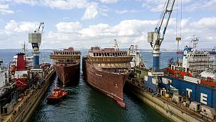 Yalova'da İnşa Edilen İki Dev Gemi 1600 Lastik Üzerinde Denize Taşındı