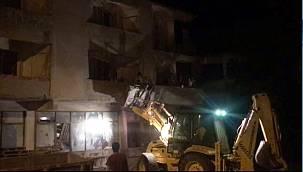 Yangında Mahsur Kalan İşçiler İş Makinesiyle Kurtarıldı
