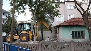 130 Metruk Binanın Yıkımına Başlandı