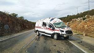 Bilecik'te Devrilen Ambulanstaki 2 Görevli Yaralandı