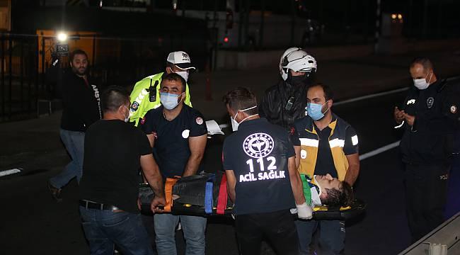 Küçükçekmece'de Bariyerlere Çarpan Motosikletin Sürücüsü Yaralandı