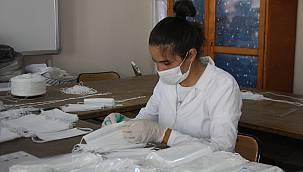 Meslek Lisesi Öğrencileri Maske Üretimine Devam Ediyor