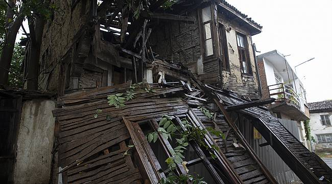 Tarihi Bina Şiddetli Sağanak Nedeniyle Yıkıldı