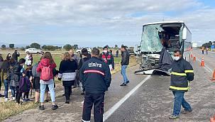 Turistleri Taşıyan Yolcu Otobüsü Kamyonetle Çarpıştı, 4 Yaralı