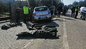 Çanakkale'de Otomobil Duvara Çarptı, 3 Ölü 1 Yaralı