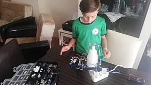 Sakarya'da Ortaokul Öğrencisi Sensörlü Dezenfektan Aparatı Tasarladı