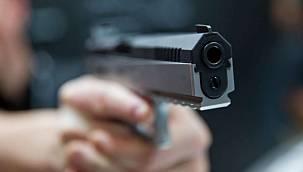 Sohbet Ettiği Arkadaşını Silahla Vurdu