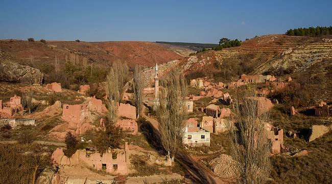 Tarihi Köyün Eski Evleri Arasında Anılarını Yad Ediyorlar