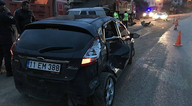 Bilecik'te Kar Küreme Aracına Çarpan Otomobilin Sürücüsü Yaralandı