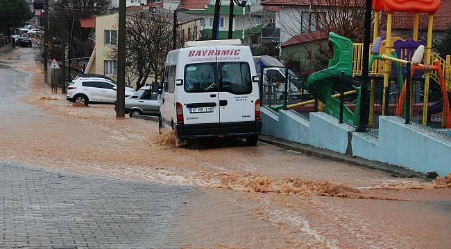 Çanakkale'de Şiddetli Yağış Nedeniyle Su Baskınları Yaşandı