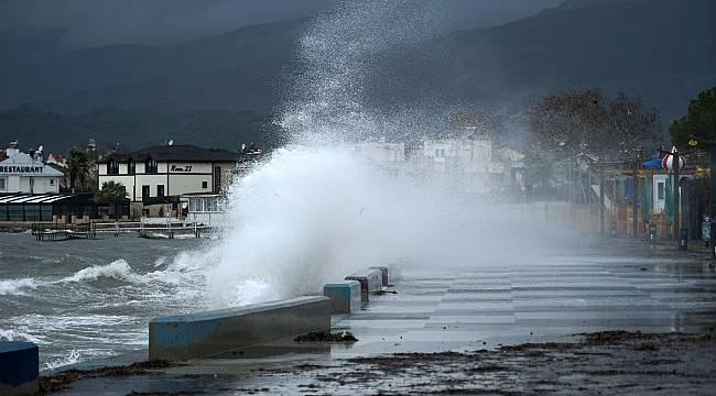 Edremit Körfezi'nde Kuvvetli Lodos Nedeniyle Bazı Balıkçı Tekneleri Battı