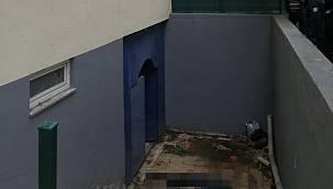 Karakola Götürülen Hırsız Tuvalet Penceresinden Kaçmak İsterken Yaralandı