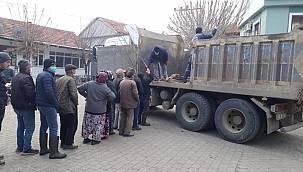 Bigadiç'te Vatandaşlara 35 Bin Fidan Dağıtıldı