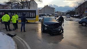 Bursa'da İki Aracın Karıştığı Kazada 1 Kişi Yaralandı