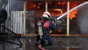 Bursa'da Oto Yedek Parça Dükkanında Çıkan Yangın Söndürüldü