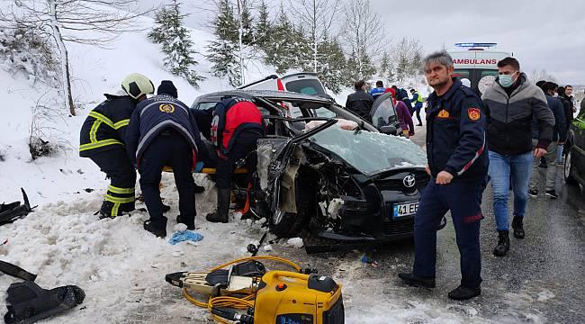 Kocaeli'de Otomobil İle Hafif Ticari Araç Çarpıştı, 4 Yaralı