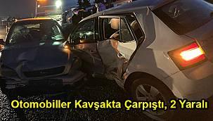 Otomobiller Kavşakta Çarpıştı, 2 Yaralı