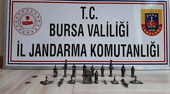 Bursa'da Tarihi Eserleri Satmaya Çalışan 3 Kişiyi Jandarma Yakaladı