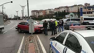 Kocaeli'de Hafif Ticari Araç ile Cip Çarpıştı, 1 Yaralı
