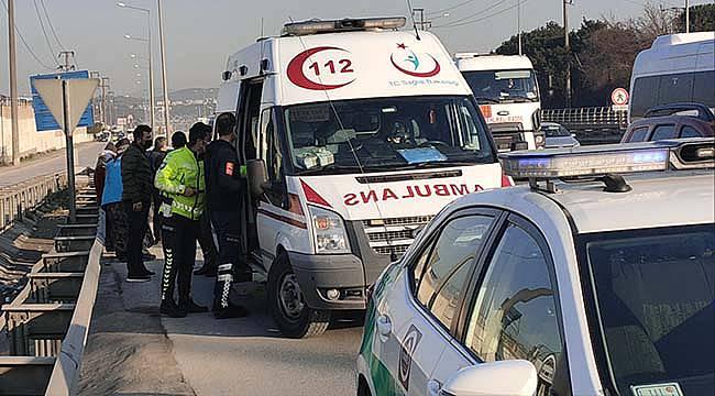 Kocaeli'de Minibüs ile Otomobil Çarpıştı, 2 Yaralı