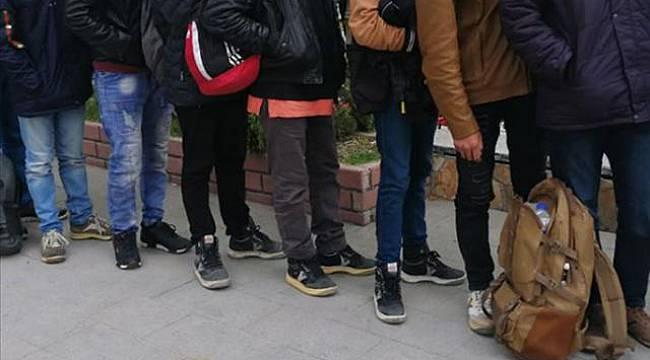 11'i Soğuktan Donmak Üzere Olan 48 Sığınmacı Yakalandı