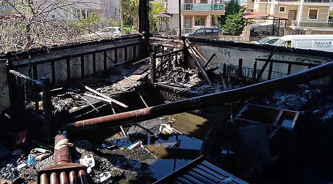 Ayvalık'ta Tripleks Villada Çıkan Yangın Söndürüldü