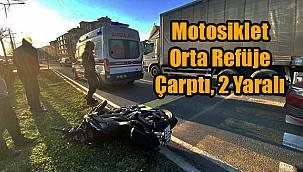 Motosiklet Orta Refüje Çarptı, 2 Yaralı