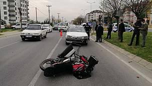 Otomobil Motosiklete Çarptı, Baba ve 3 Yaşındaki Oğlu Yaralandı