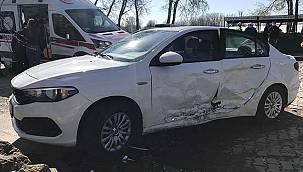 Taksi Otomobile Çarptı, 1 Yaralı