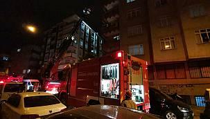 Esenler'de Bir Binanın Çatısında Çıkan Yangın Söndürüldü