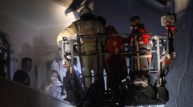 Zeytinburnu'nda Bodrum Katında Çıkan Yangın Söndürüldü