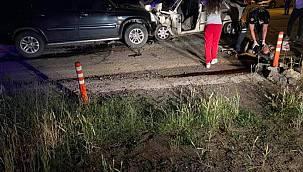 Otomobil İle Cip Kafa Kafaya Çarpıştı, 1 Ölü 3 Yaralı