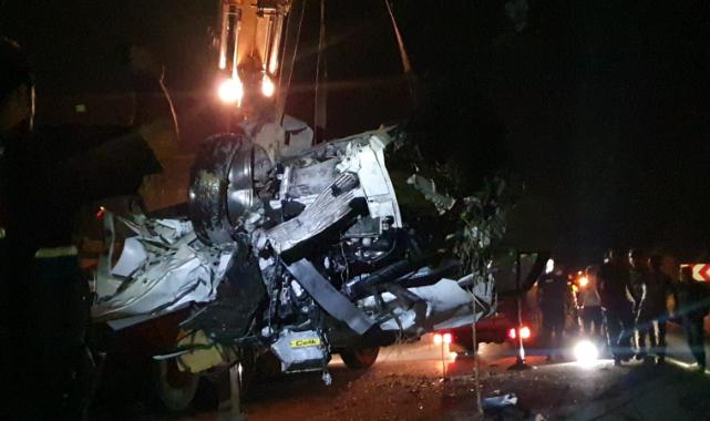 Bursa'da 3 Araç Birbirine Girdi, 1 Ölü, 5 Yaralı