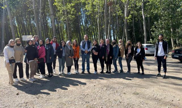 Edirne'de Öğrenim Gören Yabancı Öğrenciler Yürüyüş Etkinliğinde Bir Araya Geldi